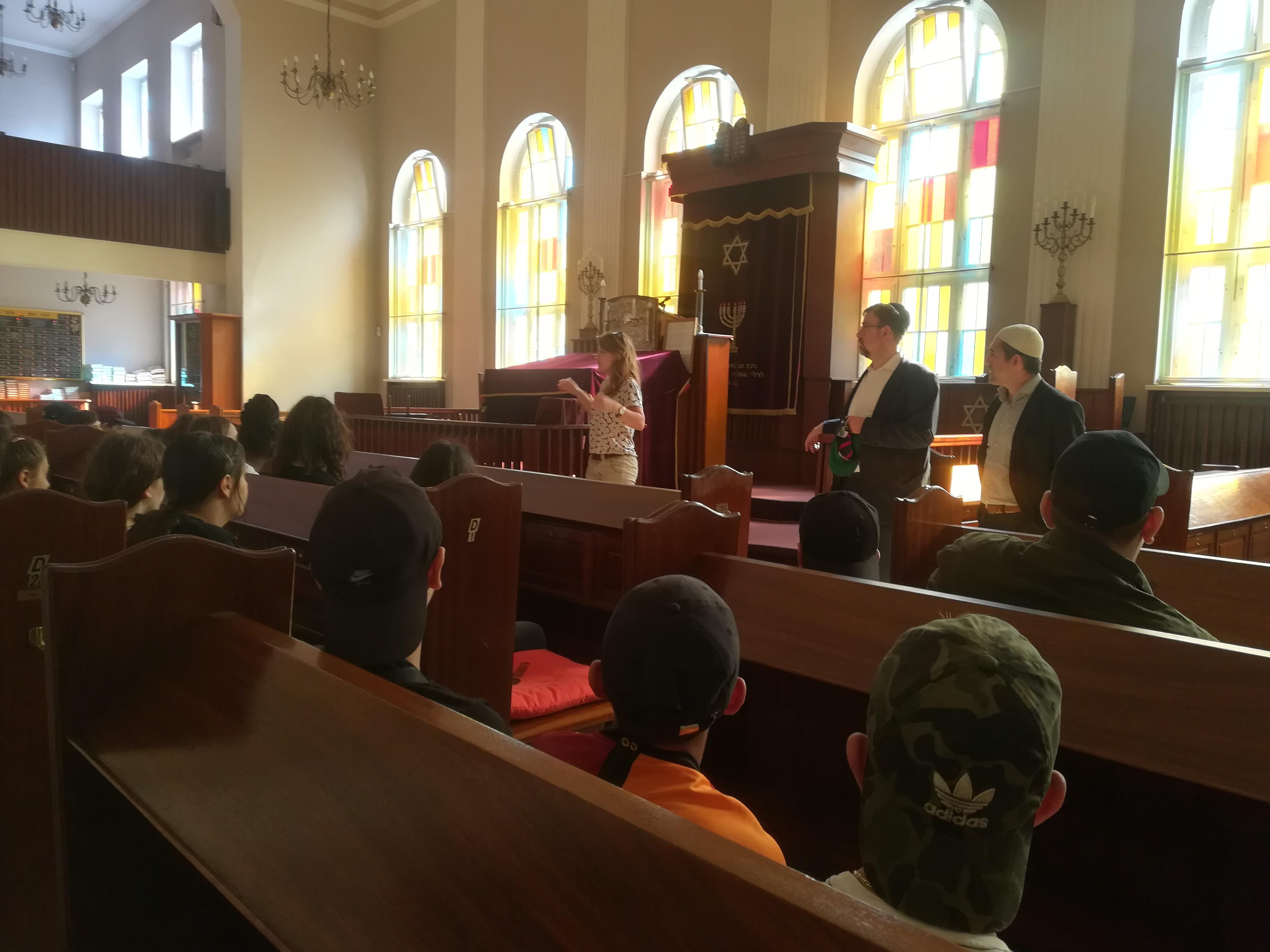 Synagogenbesuch mit der Schule am Schillerpark